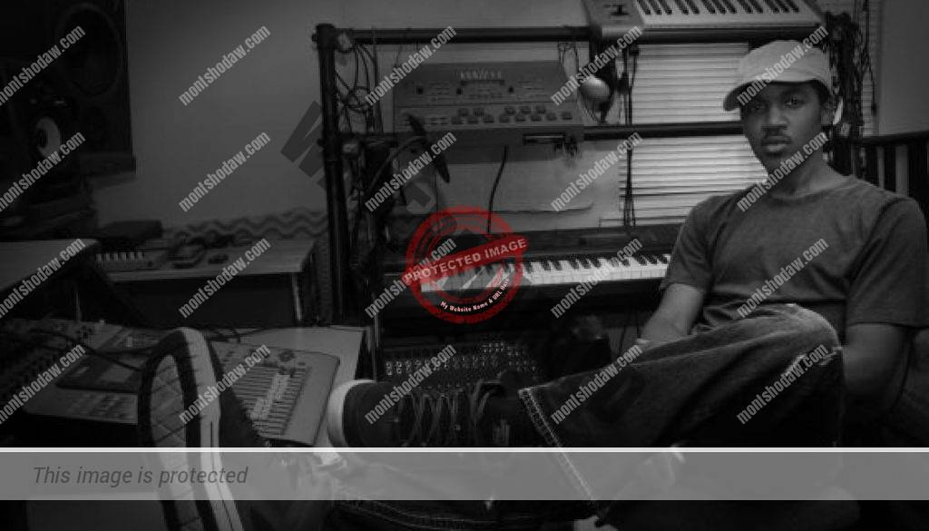 Montshodaw in studio - relaxed-bw-300