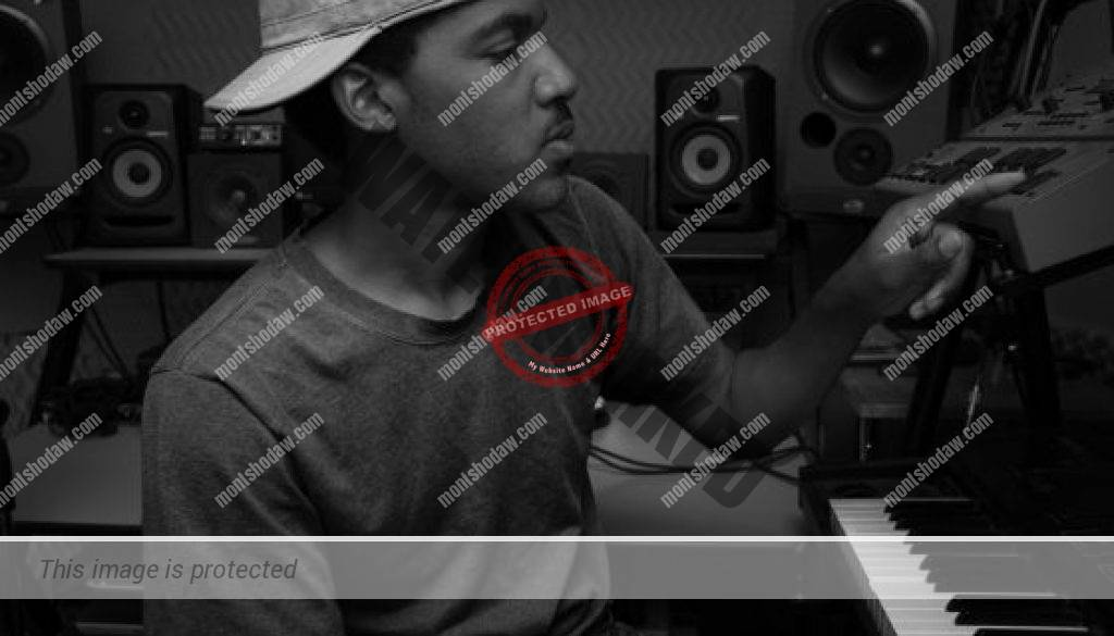 Montshodaw in studio-drum machine-bw-300